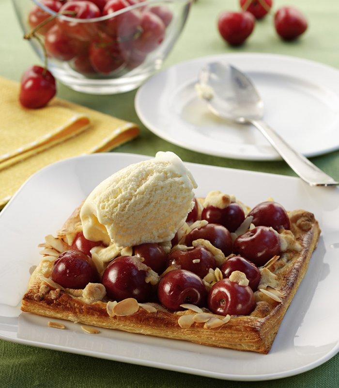 Gyümölcsös torta fagylalttal