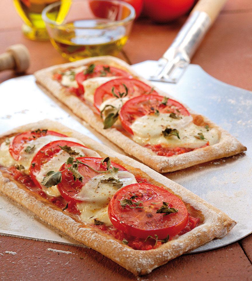 Paradicsomos mozzarellás pizza szeletek