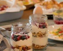 Gyümölcsös joghurt linzertészta morzsákkal