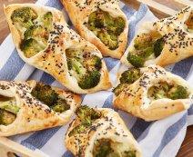 Brokkolis táskák tönkölyös leveles tésztából