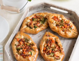 Brokkolis szalonnás pizzahajók