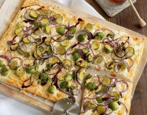 Pizza mézes kelbimbóval