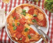 Paradicsomos mozzarellás pizza