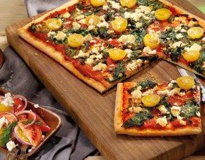 Pizza spenóttal és fetával