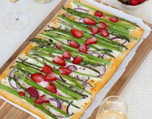 Pizza Bianca zöldspárgával